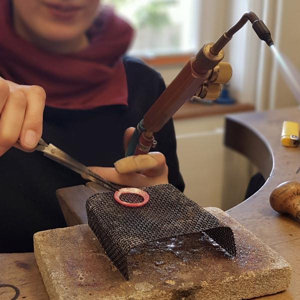 wie ensteht ein ring aus mokume gane workshop. Black Bedroom Furniture Sets. Home Design Ideas